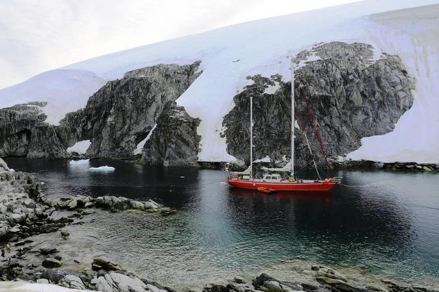 """""""3 sztuki w Antarktyce"""": relacja z pokładu """"Selma Expeditions"""""""